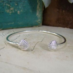 Jewelry - .925 Solid Sterling Silver Clam Shell Cuff